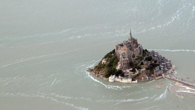 visite du mont st michel vu par drone lors du tour de