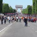 Festival de drones sur les Champs-Élysées